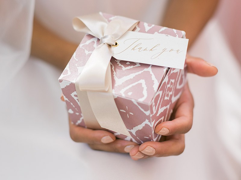 Le-Jardin02-Shoot-Amy-Caroline-Jadee-Mcgowan-gift-box