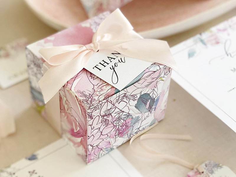 Delphine-Gift-Box-and-tag